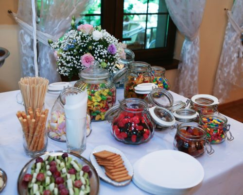 dekoracja słodkiego stołu