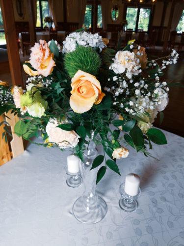 dekoracja kwiatowa na stoły