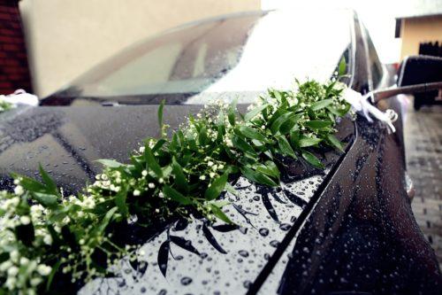 dekoracja ślubna auta
