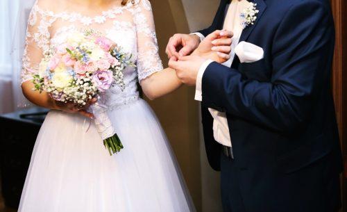 bukiet ślubny różowo-niebieski