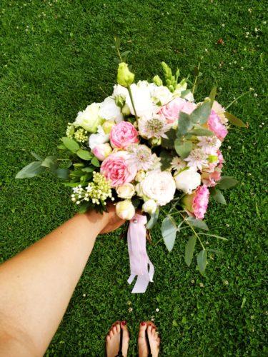 bukiet ślubny różowo biało zielony