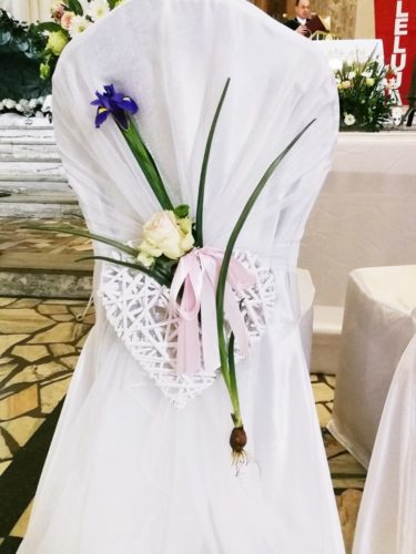 dekoracja wiosenna na ślubie