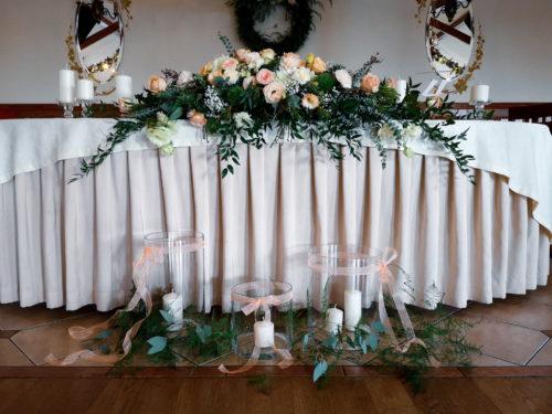 dekoracja sali weselnej, stół pary młodej