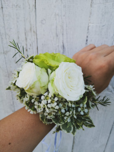 bukiet ślubny biało zielony