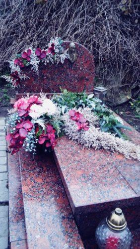 oryginalna dekoracja na grób